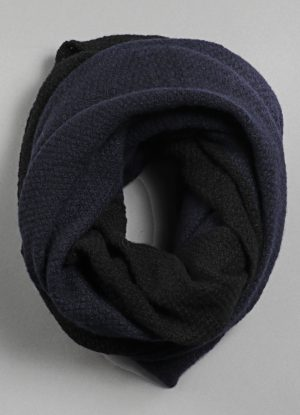 Cashmere Moss Stitch Two-Tone Circular Scarf in Midnight Blue & Black